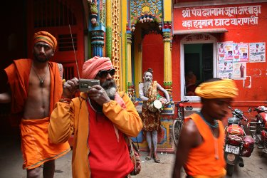 1482920080-586390904a164-banaras-india-documentary-photography-by-indian-artist-diwan-manna-img-2994.jpg